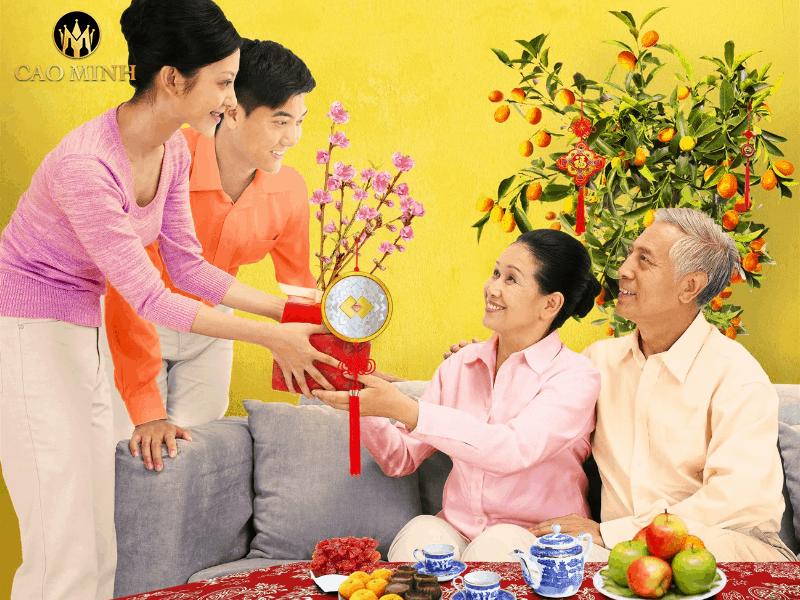 quà tết cho bố mẹ vợ