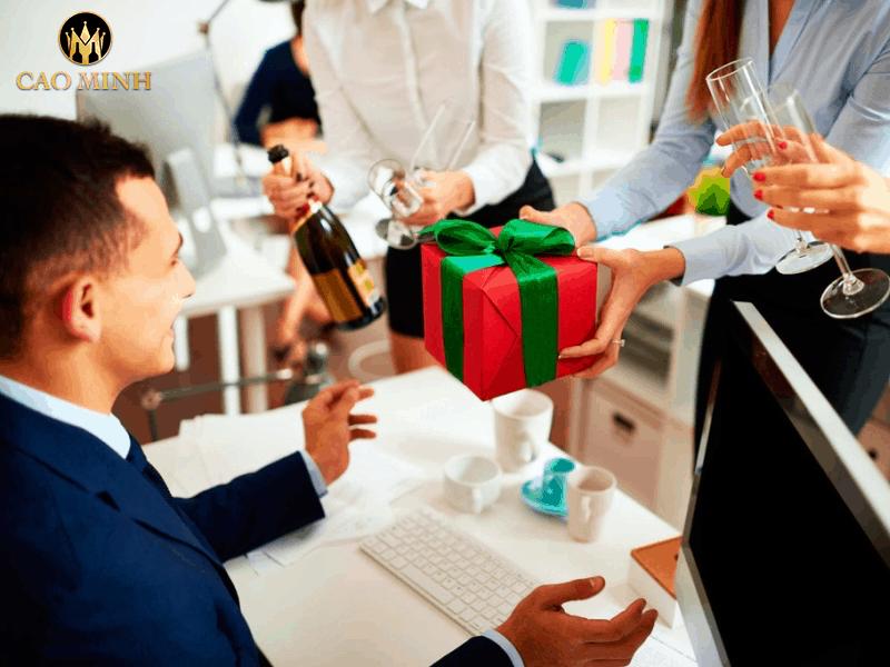 [Thắc mắc] Tết này mua quà gì biếu sếp?