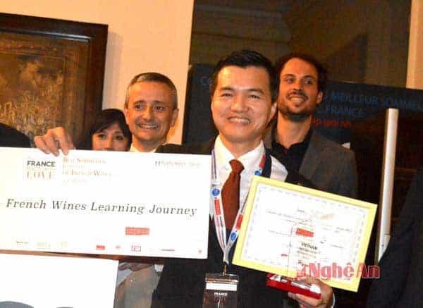 Alex Thịnh nhận giải thưởng về rượu vang