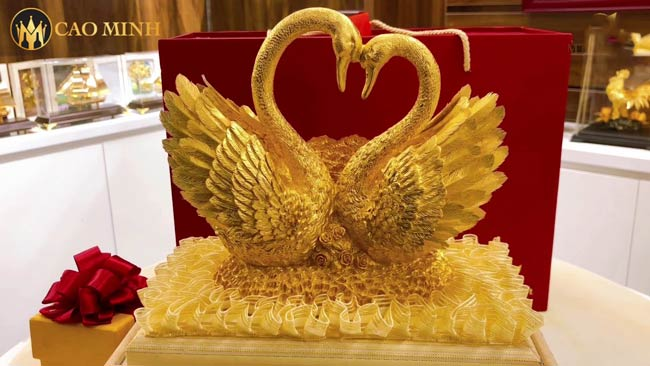 Tượng thiên nga mạ vàng