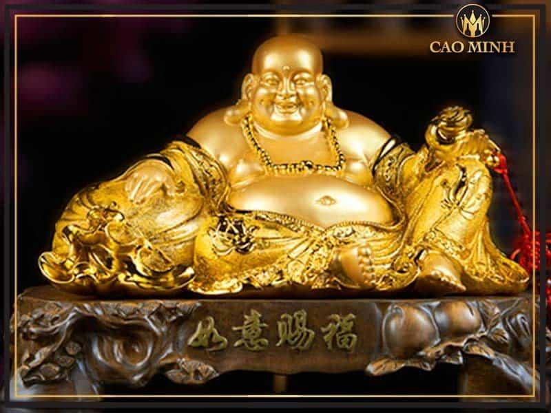 Tượng Mạ Vàng – Tôn Vinh Vẻ Đẹp Tủ Đựng Rượu Vang Nhà Bạn