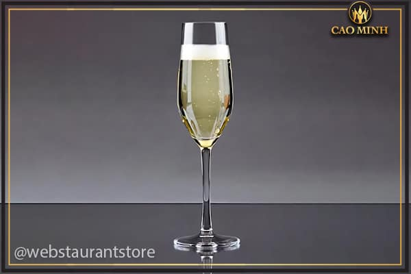 Ly uống champagne