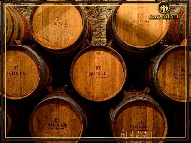 Gỗ sồi dùng để ủ rượu