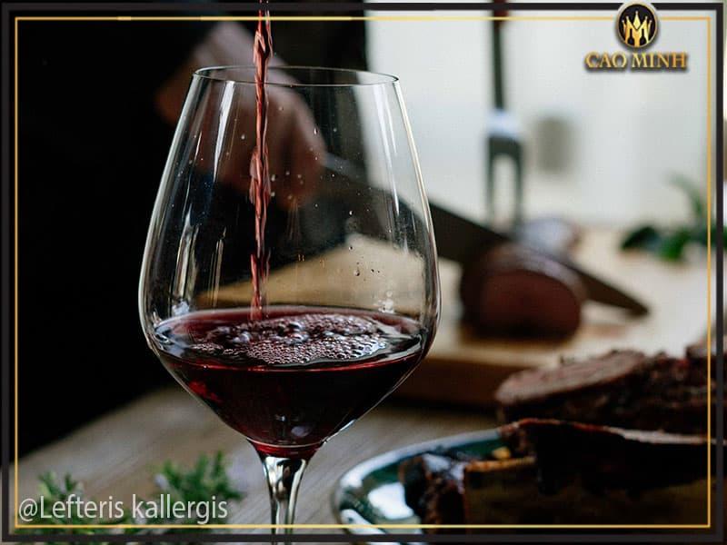 Thưởng thức rượu vang Uno 1