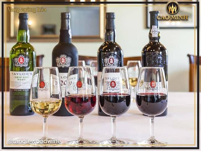 Rượu Vang Là Gì? Những Điều Cần Biết Về Rượu Vang