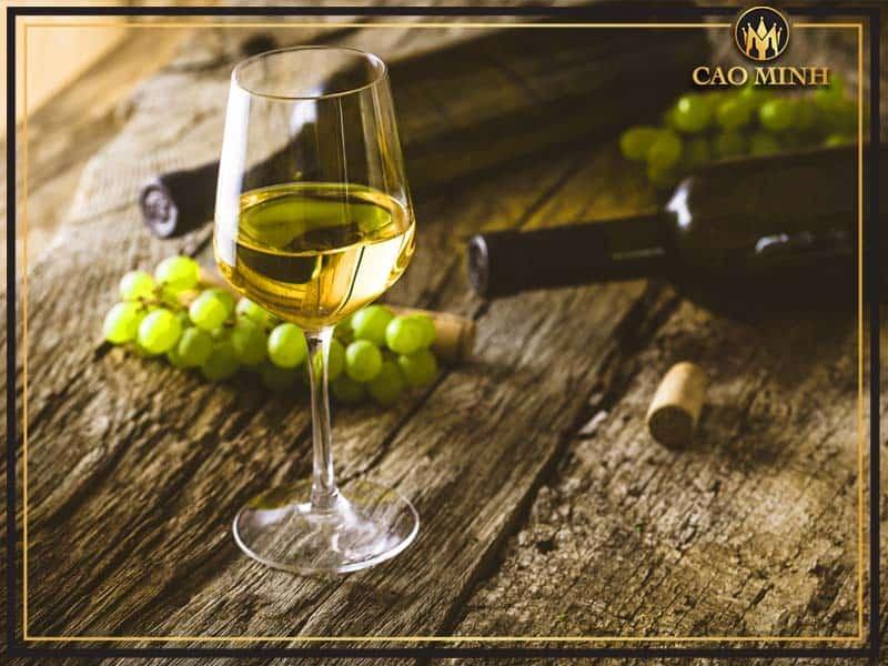 Đặc điểm của rượu vang trắng