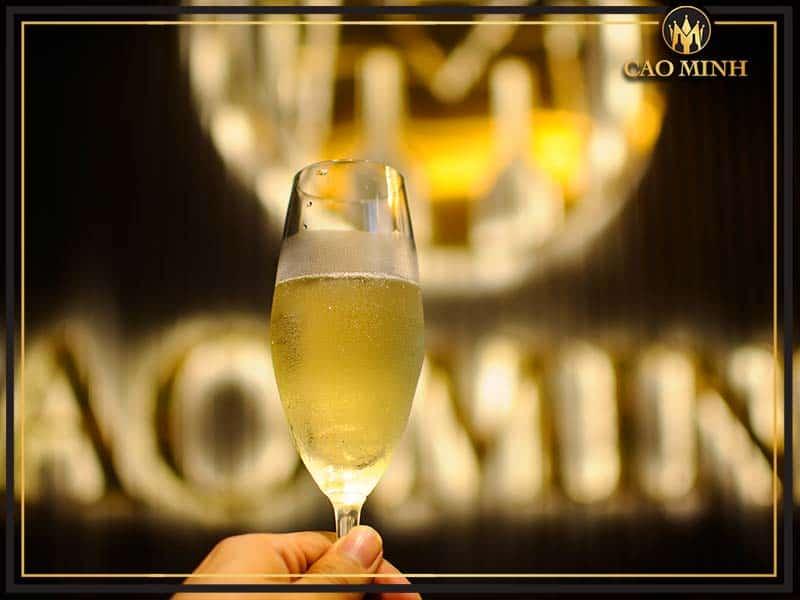Rượu vang Cao Minh là đơn vị đang cung cấp đa dạng các loại rượu vang, trong đó có rượu vang nổ