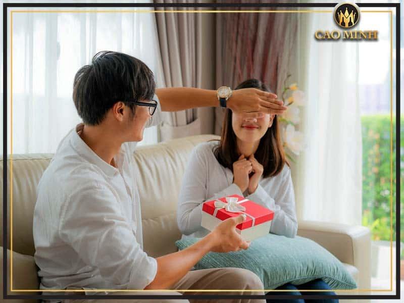 Tặng quà cho người yêu không còn là điều mới mẻ trong dịp Tết
