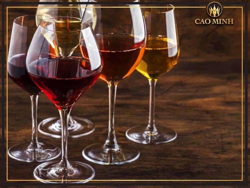 Ly uống rượu vang là gì