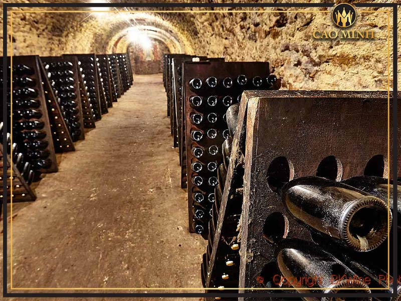 Quá trình làm rượu Champagne nổi tiếng của Pháp