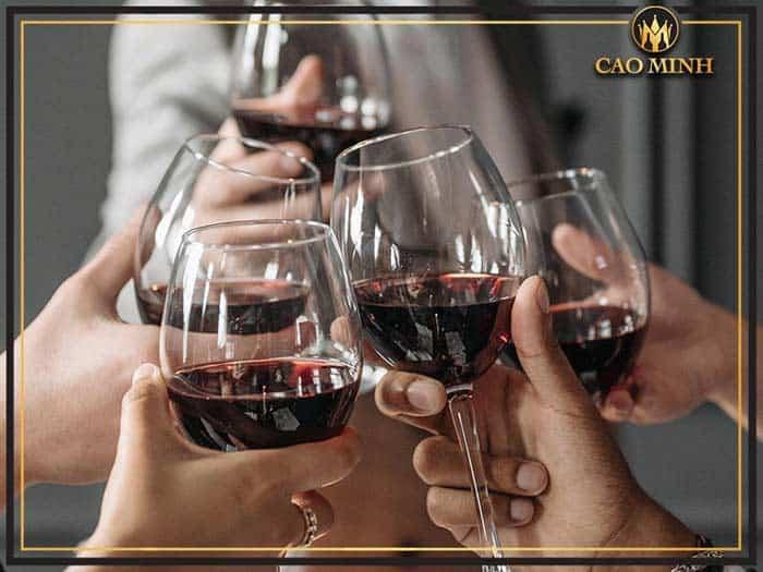 Tại sao việc chọn ly uống rượu vang lại quan trọng