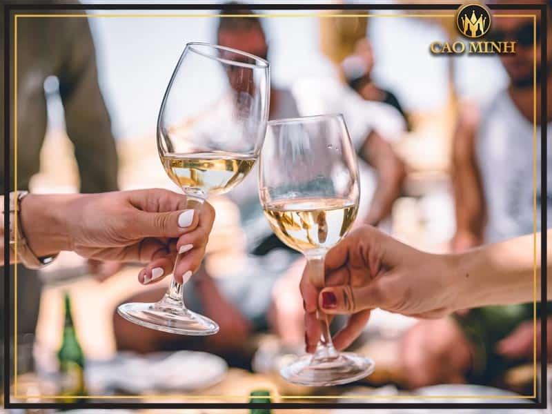 Tác dụng của rượu vang tới sức khỏe con người